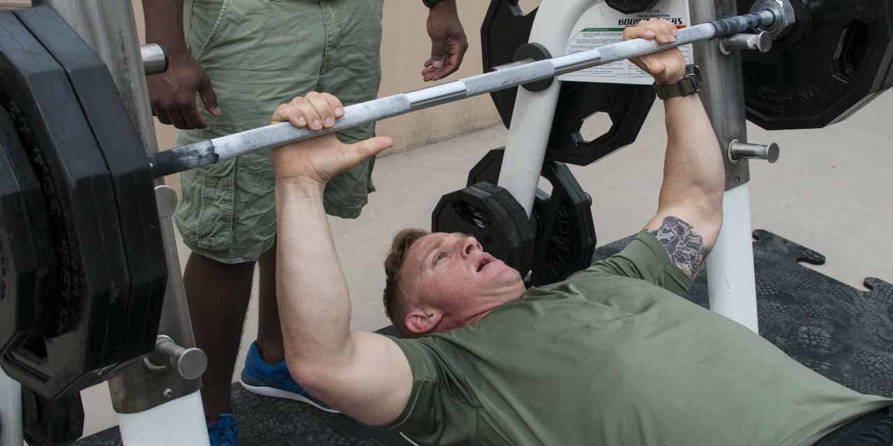 Het verschil tussen kracht en spiermassa
